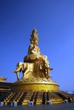 Uma estátua de Buddha em uma parte superior da montanha Imagem de Stock Royalty Free