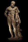 Uma estátua de Hercules poderoso, close up, isolado no preto Imagens de Stock Royalty Free