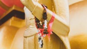 Uma estátua de um close-up dourado de buddha Condição de Bodhi do deus santamente imagem de stock royalty free