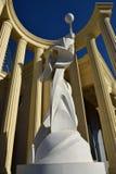 Uma estátua dentro de uma metade-rotunda fotografia de stock royalty free