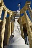 Uma estátua dentro de uma metade-rotunda fotos de stock royalty free