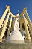 Uma estátua dentro de uma metade-rotunda foto de stock royalty free