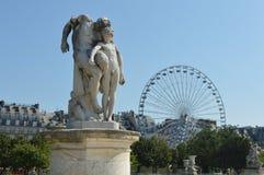 Uma estátua em Paris imagens de stock royalty free