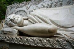 Uma estátua enorme da Buda de reclinação Pagode Belek Nha Trang vietnam Imagens de Stock Royalty Free