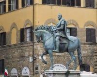 Uma estátua equestre que honra o primeiro duque grande de Toscânia, Cosimo mim de ` Medici imagens de stock