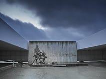 Uma estátua memorável para as vítimas no lugar onde wher dos povos imagem de stock
