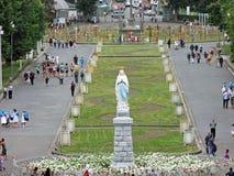 Uma est?tua do Virgin Mary Our Lady de Lourdes France imagens de stock royalty free