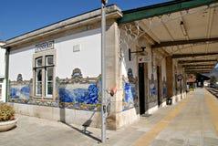 Uma estação de comboio na região central de Douro. foto de stock royalty free