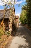 Uma estrada através da vila Fotografia de Stock Royalty Free