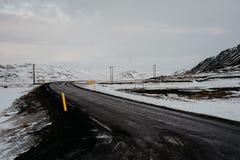 Uma estrada através de Islândia Imagem de Stock Royalty Free