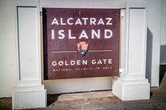 Uma estrada da entrada que vai à ilha de Alcatraz imagem de stock