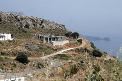 Uma estrada de enrolamento alta nas montanhas Fotografia de Stock Royalty Free