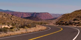 Uma estrada do enrolamento através de Utá Fotografia de Stock