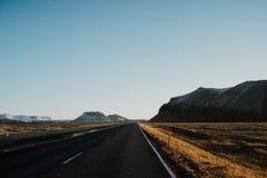 Uma estrada reta mim Islândia Fotos de Stock Royalty Free