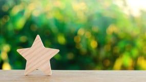 Uma estrela de madeira Hotel da avaliação, restaurante, hotel overview apreciação do crítico Reação negativa de má qualidade do s foto de stock