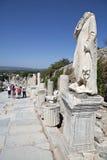 Uma estátua na rua de Kuretes em Ephesus Fotos de Stock Royalty Free