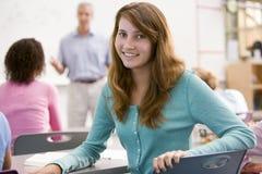 Uma estudante em uma classe de High School Imagens de Stock Royalty Free