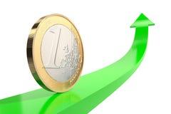 Uma euro- moeda na seta verde para cima com superfície refletindo no fundo branco As citações vão para baixo Imagem de Stock