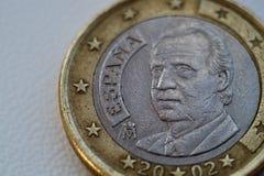 1 uma euro- moeda velha no fundo branco fotos de stock royalty free