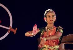 Uma execução nova do dançarino de Bharatnatyam Fotografia de Stock