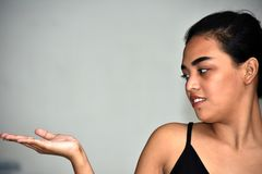 Uma fêmea adolescente isolou-se fotos de stock