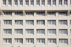 Uma fachada do hotel no permanente Fotos de Stock