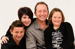 Uma família bem parecida nova com crianças adolescentes Fotografia de Stock Royalty Free