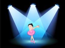 Uma fase com um dançarino de bailado no centro Foto de Stock