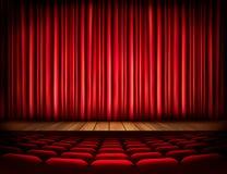 Uma fase do teatro com uma cortina vermelha, assentos Imagem de Stock Royalty Free
