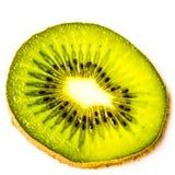 Uma fatia de fruto de quivi pronta para ser comido Fotos de Stock Royalty Free