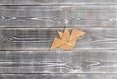 uma figura de madeira feita de partes do bastão fotografia de stock