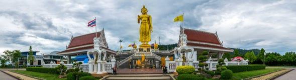 Uma figura dourada de buddha na imagem do panorama de Hatyai Imagem de Stock