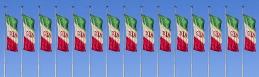 Uma fileira da bandeira de Irã contra o vento Fotos de Stock Royalty Free
