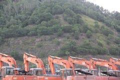 Uma fileira da máquina escavadora na fábrica em SHENZHEN Fotografia de Stock