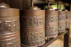 Uma fileira da oração roda dentro o templo de Kodaiji Fotografia de Stock Royalty Free