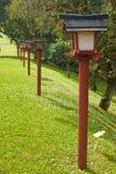 Uma fileira de cargos japoneses da lâmpada fotos de stock royalty free