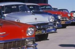 Uma fileira de carros clássicos para os filmes em Burbank, Califórnia fotos de stock royalty free