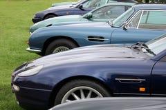 Uma fileira de carros luxuosos Fotografia de Stock Royalty Free