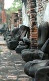 Uma fileira de estátuas da Buda Imagens de Stock Royalty Free