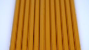 Uma fileira de lápis amarelos filme