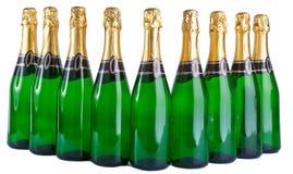 Uma fileira de nove garrafas verdes de vidro Fotos de Stock Royalty Free