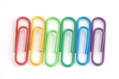 Uma fileira dos paperclips Imagens de Stock