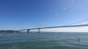 Uma filtração disparou através da ponte San Francisco da baía de Oakland filme