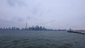 Uma filtração disparou através da skyline de Toronto, Canadá vídeos de arquivo