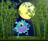Uma floresta úmida com um monstro com um só olho Fotografia de Stock