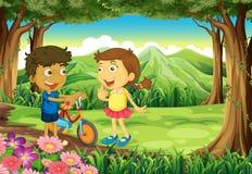 Uma floresta com crianças e uma bicicleta ilustração do vetor