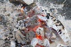 Uma fogueira que queima-se fotos de stock