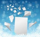 Uma folha de papel vazia branca grande com os papéis pequenos que voam afastado - a ideia das definições do ano novo Imagem de Stock Royalty Free