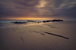 Cena surreal da praia da exposição longa imagem de stock royalty free