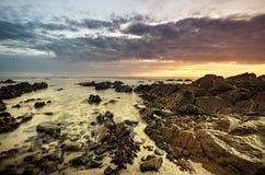 Cena impressionante da costa de mar imagem de stock royalty free